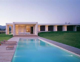 Modern-Home-With-Infinity-Pool1.jpg