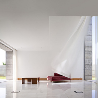 dezeen_House-in-Moreira-by-Phyd-Arquitectura_6.jpg